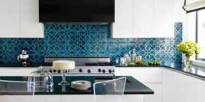 landscape-1428001565-54c0556de8c12-town-house-kitchen-blue-tile-black-splash-0512-thomas05-s2